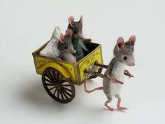 www.mouseshouses.blogspot.com