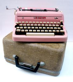I dont know what i would do with an old pink typewriter, but i want one!