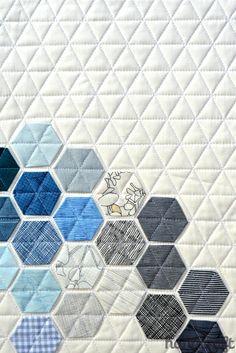 Modern Handcraft - Blogger's Quilt Festival: Mini Quilt: machine stitched hexagons