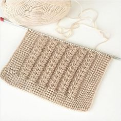 Analytical Data of Knitting and Crochet Account. Explore All Media Analytics of knit_crochet Easy Sweater Knitting Patterns, Easy Knitting, Knitting Designs, Knitting Yarn, Diy Crafts Knitting, Knitting Blogs, Knitting Stitches, Knit Baby Sweaters, Knitted Baby Clothes