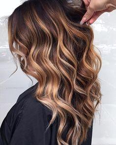 Haircuts Straight Hair, Cute Hairstyles For Medium Hair, Medium Hair Styles, Curly Hair Styles, Brown Hair Balayage, Hair Highlights, Hair Color And Cut, Brunette Hair, Hair Looks