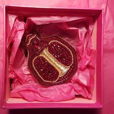 Гранат. Брошь гранат. Гранат брошь. Гранатик. Смотрите в галерее варианты при разном освещении. Handmade. Pomegranate brooch.