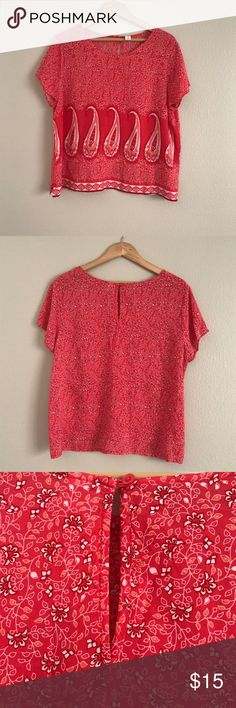 Beautiful Old Navy Paisley Keyhole Blouse Perfect light, summer tank. Rayon, keyhole detail in back. Size Large. No trades, offers welcome! Old Navy Tops Blouses