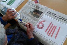Activitats #EducadoraSocial Equip BSP Asistencia:  Fem números i relacionem! Treballem amb els números, la plastilina, les formes, els colors! Comptem tantes boles, pals de gelats, ens marca al número. #gentgran #personasmayores #elder #elderly #alzheimer #parkinson