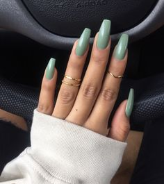 On average, the finger nails grow from 3 to millimeters per month. If it is difficult to change their growth rate, however, it is possible to cheat on their appearance and length through false nails. Gorgeous Nails, Love Nails, Pretty Nails, My Nails, Fall Nails, One Color Nails, Long Gel Nails, Perfect Nails, Cute Acrylic Nails