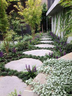 Garden vines, Stepping stone pathway, Garden stepping stones, Stone pathway, Garden paths, Narrow garden - 46 Inspiring Stepping Stones Pathway Ideas For Your Garden - #Gardenvines