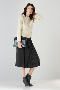 midi skirt plissè - Cerca con Google Maxi Skirt Outfits, Maxi Skirts, Next Clothes, Pleated Midi Skirt, Winter Outfits, Girl Fashion, Tulle, My Style, Sweaters