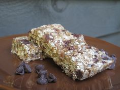 Chewy Crunchy Granola Bars- no bake recipe with oats, peanut butter, and chocolate chips