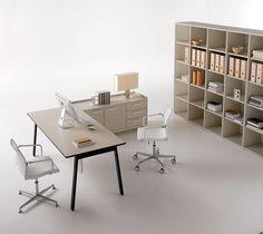 Scrivania Key Desk by DOIMOffice. Key è un programma operativo vhe risponde in termini di ergonomia alle dinamiche delle organizzazioni aziendali. È un sistema concepito con le sue variabili, dalla singola scrivania a composizioni condivise, per risultare un sistema operativo, versatile ed aggregabile.