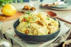 Hjemmelaget potetmos i 3 varianter Potato Salad, Potatoes, Ethnic Recipes, Food, Eten, Potato, Meals, Diet