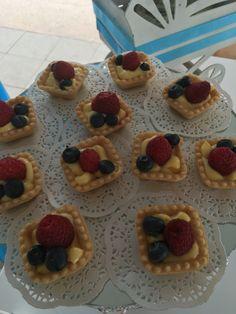 Mini tarta letras de frutas bautizo Patricio