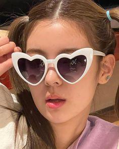 Kpop Girl Groups, Korean Girl Groups, Kpop Girls, My Girl, Cool Girl, Aesthetic Pictures, Sunglasses, Instagram, Beauty