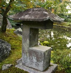 New eBook ($1.95) about Japanese stone  lanterns! Kimono-sleeve lantern - Sode-gata tōrō (袖形燈籠) or Alligator's mouth lantern - Wanikuchi dōrō (鰐口燈籠) in the garden of Shūgaku-in Rikyū (修学院離宮)in Kyoto. Click here for details: http://www.japanesegardens.jp/gardens/famous/000049.php