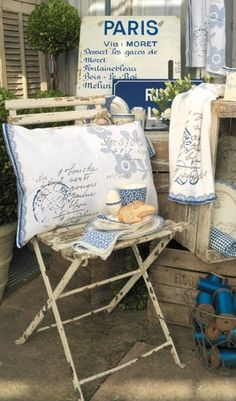 Blue and white Paris Vignette
