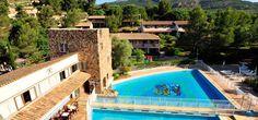 """Village club """"La Bouverie"""" à Roquebrune sur Argens avec vue exceptionnelle sur l'Esterel. A 15 km du bord de mer, le village est équipé de plusieurs piscines, au coeur d'un cadre verdoyant. Nombreuses possibilités de randonnée à pieds ou à vélo. Parc sécurisé, animations variées et club enfants. Adapté aux familles."""