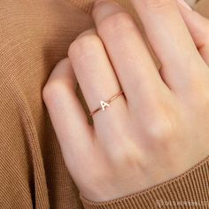 Dainty Initial Ring Custom Letter Ring in Sterling Silver Custom Jewelry, Unique Jewelry, Jewelry Rings, Rose Gold Bridesmaid, Bridesmaid Gifts, Skinny Rings, Accesorios Casual, Custom Name Necklace, Cute Rings