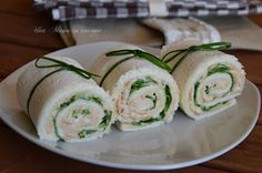 Rotolini di con tonno e rucola I rotolini di con ton… Pancarr rolls with tuna and rocket Pancarr rolls with tuna and rocket are a delicious snack, ideal for aperitifs and buffets. Antipasto, Finger Food Appetizers, Finger Foods, I Love Food, Good Food, Yummy Snacks, Yummy Food, Food Porn, Original Recipe
