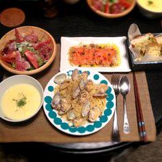 サーモンのカルパッチョ、 生ハムとルッコラのサラダ、 卵コーンスープ、 ガーリックトースト - 3件のもぐもぐ - ボンゴレビアンコ by tomo5757