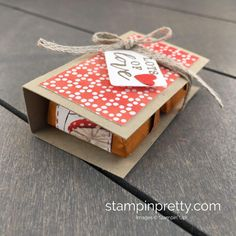Video: Hershey's Double Nugget Holder (Mary Fish, Stampin' Pretty The Art of Simple & Pretty Cards) Christmas Food Gifts, Stampin Up Christmas, Holiday Treats, Handmade Christmas, Christmas Crafts, Hershey Nugget, Architecture Design, Treat Holder, Treat Box