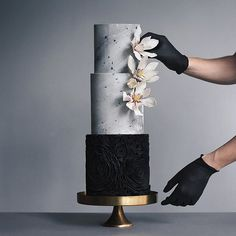 12 Black Wedding Cakes You Need to See Right Now Black And White Wedding Cake, Black Wedding Cakes, Elegant Wedding Cakes, Elegant Cakes, Beautiful Wedding Cakes, Gorgeous Cakes, Pretty Cakes, Amazing Cakes, Bolo Floral
