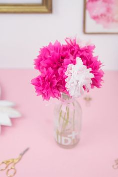 DIY decoration: make paper flowers quickly and easily – Towel Ideas 2020 Paper Towel Roll Crafts, Easy Paper Crafts, Diy Paper, Christmas Vases, Christmas Diy, Preschool Gifts, Diy Letters, Marquee Letters, Embroidered Towels
