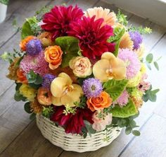 What a colourful basket Beautiful Bouquet Of Flowers, Flowers For You, Beautiful Flower Arrangements, Summer Flowers, Amazing Flowers, Beautiful Roses, Floral Arrangements, Beautiful Flowers, Wedding Flowers
