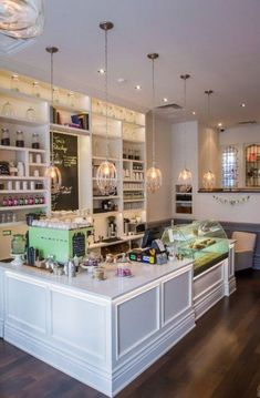 "The lime green accent comes up from time to time when looking through nice bakery designs. -------------------------------Cute organic, vegan, and ""green"" cafe/bakery, and its in toronto!"