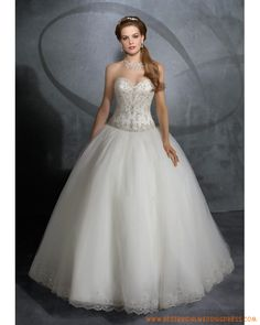 Check Out 20 Beautiful Princess Wedding Dresses. The princess wedding dresses indeed become the perfect option, but there are several thing that you have to know before buying or ordering this kind of wedding dress. White Ball Gowns, White Wedding Gowns, Luxury Wedding Dress, Princess Wedding Dresses, Bridal Wedding Dresses, Cheap Wedding Dress, Tulle Wedding, Wedding Outfits, Dream Wedding