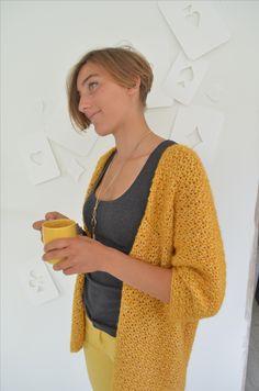 """Gilet crochet taille 2 (40-44) avec 10 pelotes  Dans nos Kits XXL et Kits Pelotes """"Fantaisie"""" Chouette Kit """"Un thé avec Alice"""""""
