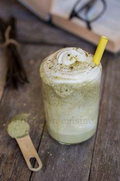Frappuccino au thé vert matcha et chantilly maison Matcha Tea Latte, Matcha Green Tea, Milk Shakes, Smoothie Fruit, Starbucks Frappuccino, Bubble Tea, Baking Recipes, Peanut Butter, Favorite Recipes