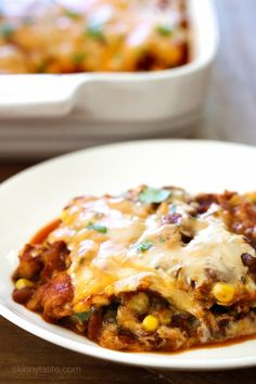 Late Summer Vegetable Enchilada Pie – A saucy, lasagna-like Mexican-American casserole layered with vegetables, tortillas, sauce and cheese. Skinny Recipes, Ww Recipes, Mexican Food Recipes, Vegetarian Recipes, Dinner Recipes, Cooking Recipes, Skinnytaste Recipes, Healthy Recipes, Healthy Cooking