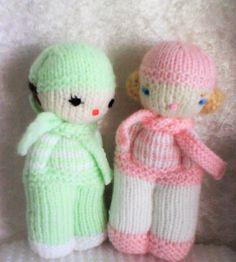 "DUO de ""gamins"" tendresse Easy Knitting, Loom Knitting, Knitting Patterns, Crochet Patterns, Worry Dolls, Knit Cowl, Knit Crochet, Crochet Hats, Knitted Dolls"
