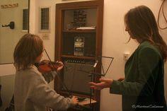 Bianca a lezione di violino da Valentina :-)