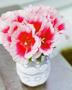 Click to see how to DIY this super simple centerpiece!