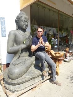 Buddha aus Beton - 500 kg Germany Travel, Picture Photo, Garden Sculpture, Container, Blue And White, Instagram Posts, Atelier, Easter Island, Winter Festival