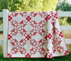 How beautiful is this Red and White confection from Bonnie of Cotton Way - The quilt is Wish Upon A Star - check Bonnie's… Star Quilt Blocks, Star Quilt Patterns, Star Quilts, Scrappy Quilts, Christmas Quilt Patterns, Mini Quilts, Two Color Quilts, Blue Quilts, Colorful Quilts