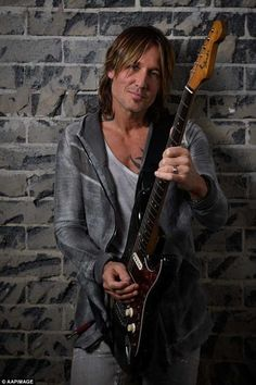 Keith Urban Concert, Urban Pictures, Country Music Artists, Country Singers, Photoshoot Pics, Star Wars, Celebrity Weddings, Celebrity News, Music Photo