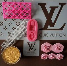 Make your next LOUIS VUITTON custom cake, cookies or crafts with these amazing Louis Vuitton decorating tools from ITACAKES.COM #louisvuittonsiliconemold #lvsiliconemold #cakesupplies #bakingsupplies #fashioncake #cupcakes #bakeshop #bakerysupplies #chocolatemolds #fondanttoppers #itacakes #baking #lvcookiestamp #louisvuittonembosser #lvrollingpin #louisvuittonrollingpin #lvstencil #louisvuittonstencil #louisvuitton @itacakesdecoratingsupplies