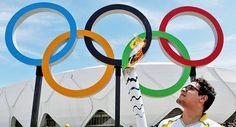 Intentan apagar la antorcha olímpica en Brasil