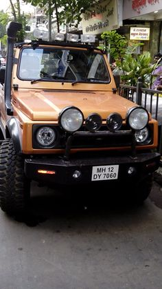 Found this near shivaji park. Cool color...but this kind of customization doesn't at all fit with the legacy that suzuki gypsy carries.....however perception plays a huge roll in our life.