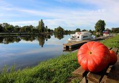 La citrouille d'Halloween à tribord le long du Canal du Nivernais à Cercy-la-Tour !