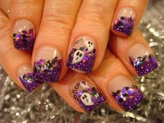 .Love the little ghosts.  Cute for Halloween!  DIY Nail Art