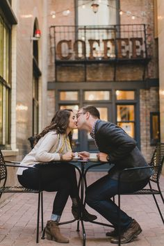 Coffee shop romance in Chicago.