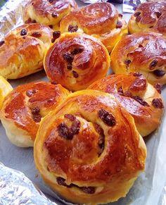 Greek Sweets, Greek Desserts, Greek Recipes, Sweet Buns, Sweet Pie, Greek Donuts, Breakfast Recipes, Dessert Recipes, Good Foods To Eat