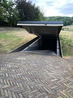 Build A Bunker 161707442855651287 - This underground parking with a secret entrance Source by kate_dawley Underground Shelter, Underground Garage, Underground Homes, Underground Bunker Plans, Casa Bunker, Bunker House, Doomsday Bunker, Earth Sheltered Homes, Safe Room