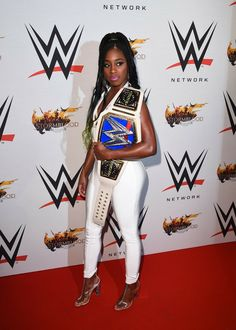 the belt looks amazing on her Black Wrestlers, Wwe Female Wrestlers, Wrestling Divas, Women's Wrestling, Naomi Wwe, Wrestlemania 29, Trinity Fatu, Wwe Couples, Wwe Tna