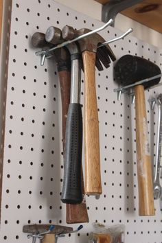 A tool pegboard for the garage - Easy Organization DIY! A tool pegboard for the garage. An easy organization project for the garage or workshop. Pegboard Garage, Tool Pegboard, Pegboard Craft Room, Kitchen Pegboard, Pegboard Display, Craft Rooms, Organized Garage, Garage Workbench, Garage Cabinets