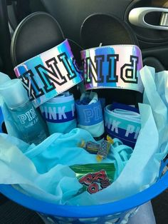 Trending Christmas Gifts For Teens Cute Birthday Gift, Birthday Gift Baskets, Birthday Gifts For Best Friend, Best Friend Gifts, Birthday Presents, Birthday Gifs, Girl Gift Baskets, Themed Gift Baskets, Bff Gifts