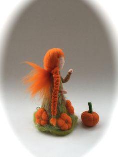 Jahreszeitentisch - Kürbis-Fee ,Spatsommer,Elf,Handgefilzt.Waldorf. - ein Designerstück von Filz-Art bei DaWanda