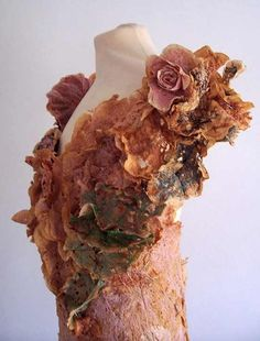 I really love things like this. used tea bags Abbie. Recycled Dress Art from a collection of dresses made with drink-dyed, used teabags; Tea Bag Art, Tea Art, Recycled Dress, Recycled Clothing, A Level Textiles, Used Tea Bags, Textiles Techniques, Body Adornment, Art Textile